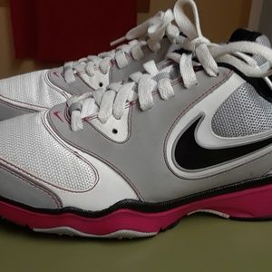 Women's sz 8.5 Nike Athletic Running Shoes